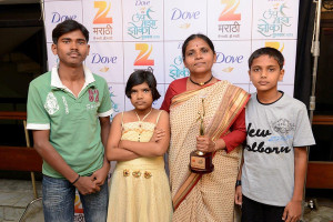 Anuradha with AVANI children accepting her award