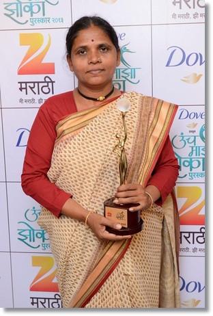 Anuradha receives award on TV